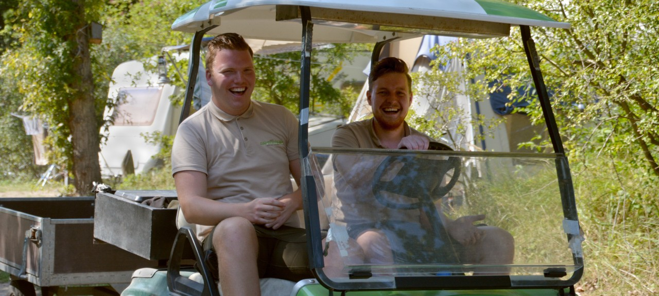 workers in Golfcar Geversduin.jpg